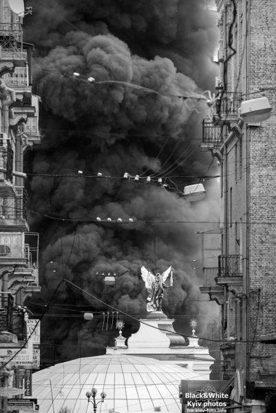 Дым от горящих шин в центре Киева