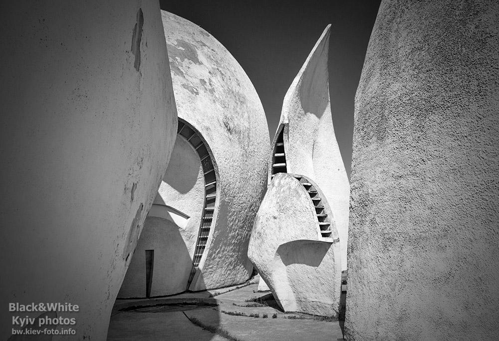 Архитектурные детали здания крематория