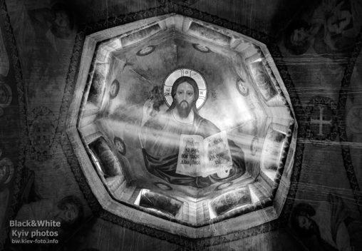 Икона Христа-Спасителя под куполом храма. Icon of Christ the Savior in the dome of the temple