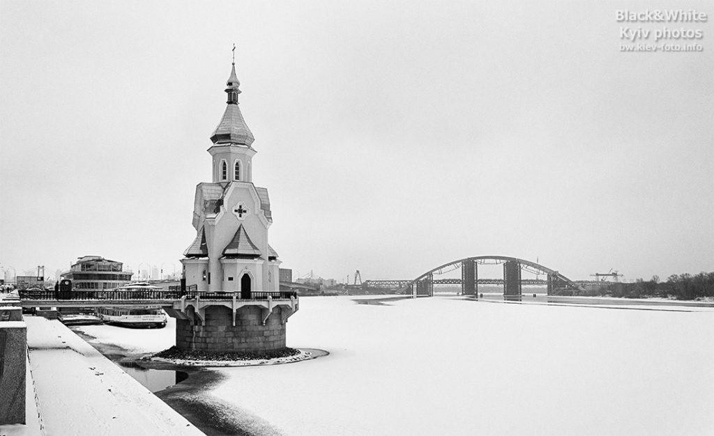 Церковь на замерзшем Днепре