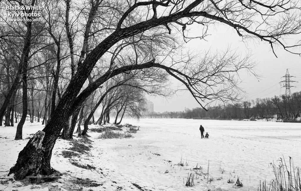 Зимняя прогулка по замерзшему озеру
