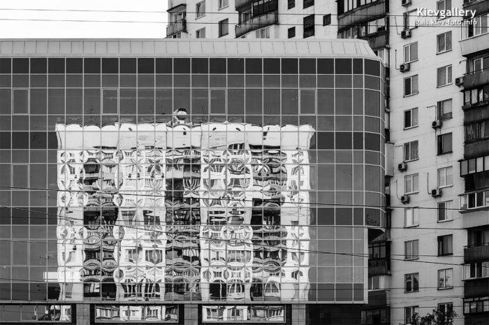 Отражение советской 16-этажки