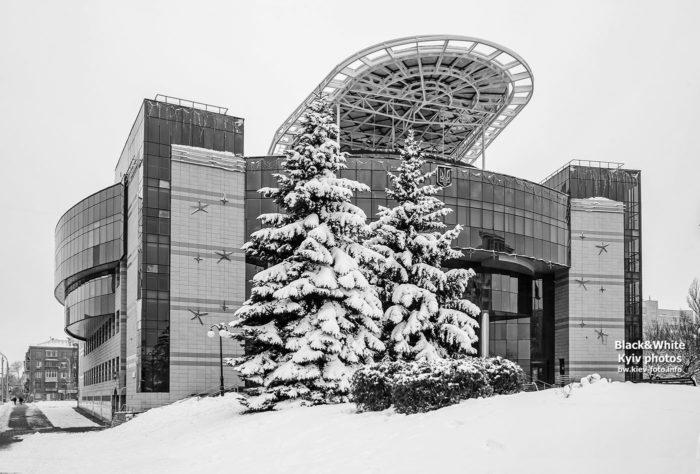 Здание Соломенской администрации зимой