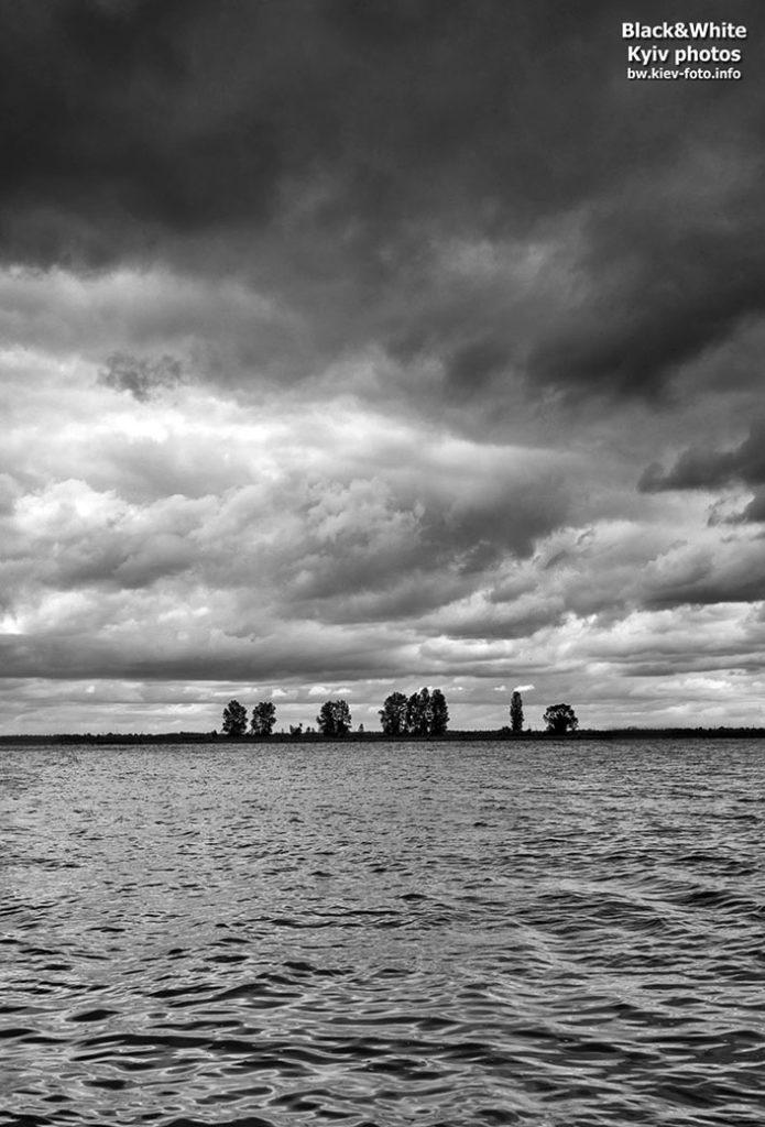 Грозовые тучи над Киевским морем