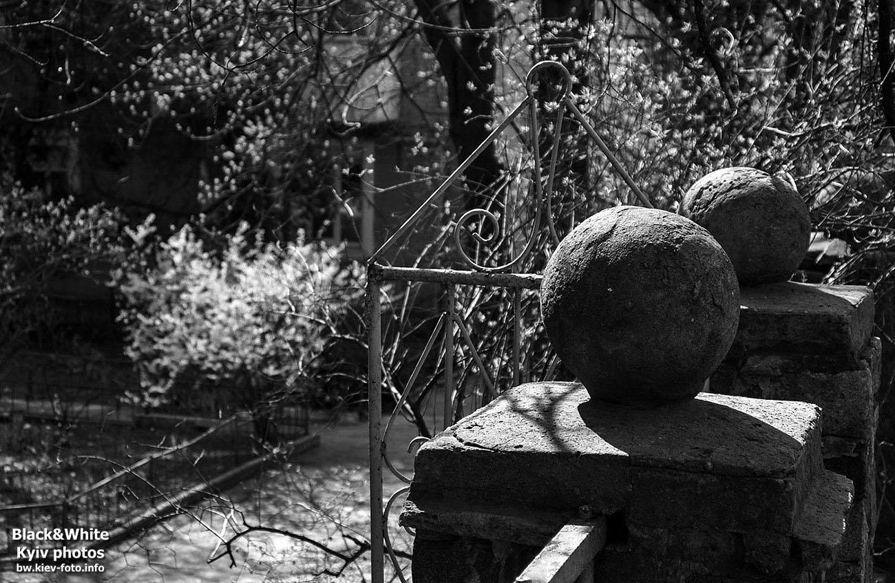 Старая ограда на Ивана Кудри