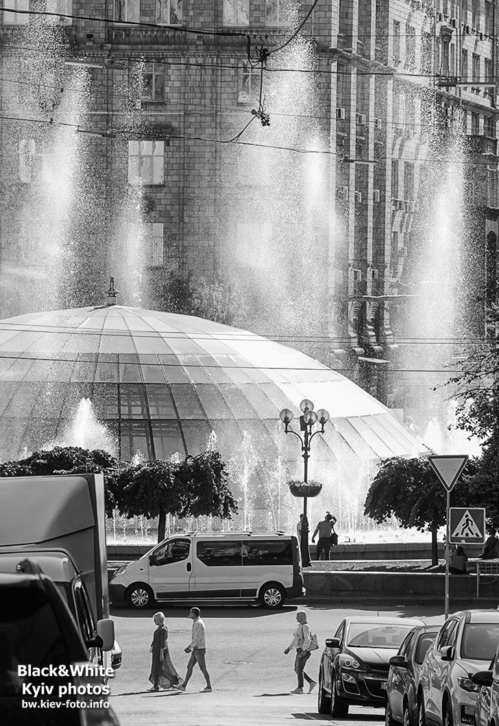 Фонтан на Майдане в контровом свете